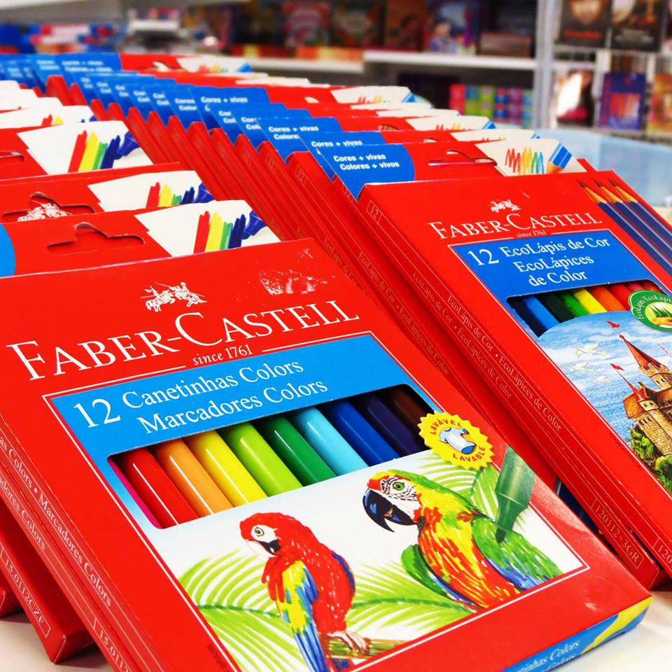 BAIXOU O PREÇO!!! 😮😮😮 ✏️ Canetinha hidrográfica com 12 cores de R$ 14,15 por R$ 9,95. ✏️ Lápis de cor com 12 cores (+ 3 lápis) de R$ 13,15 por R$ 9,95. Vem logo por que esta promoção está imperdível!!! Aproveite e confira toda a nossa linha da Faber-Castell.