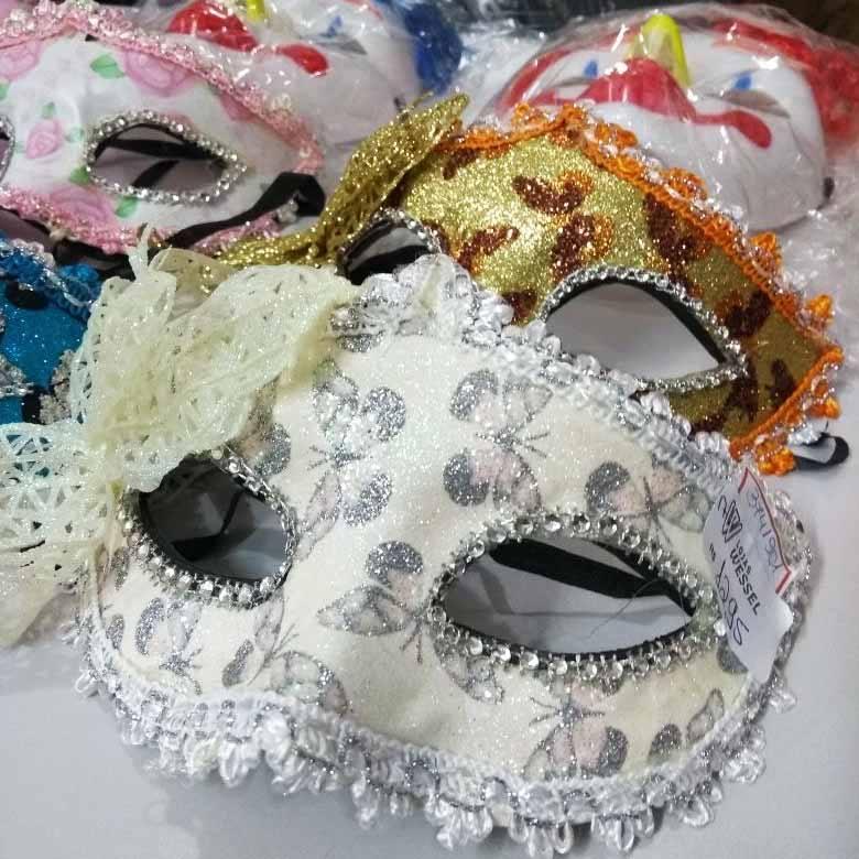 Máscaras e adereços para o Carnaval